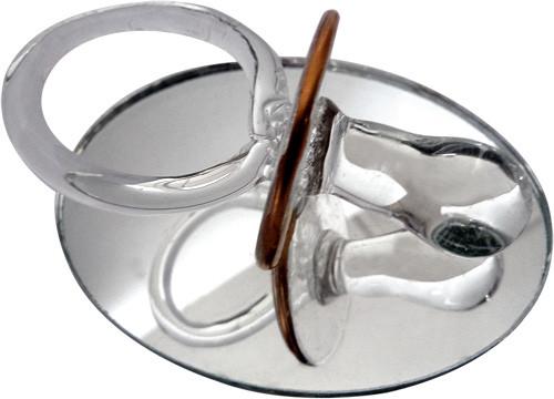 Tétine sur miroir en verre
